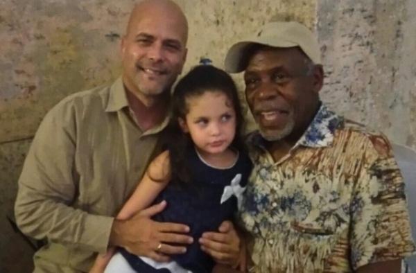 Sostuvieron emotivo encuentro Gerardo Hernández y su hija Gema con Danny Glover
