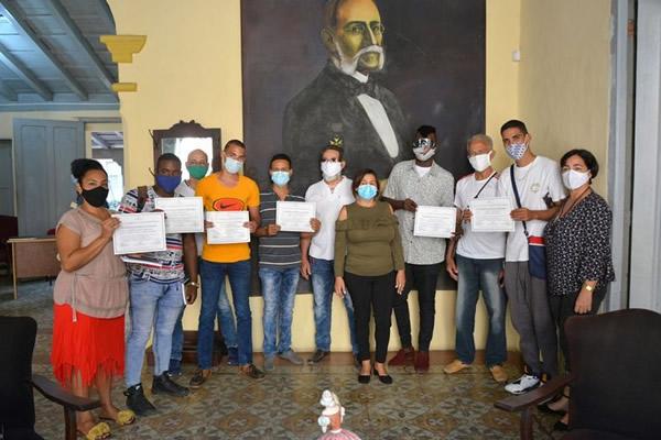 Nouveaux restaurateurs diplômés à Camagüey