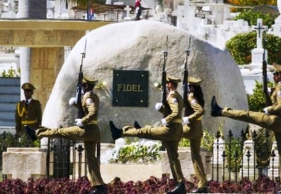 Reconocen a jóvenes guardianes de Martí y Fidel