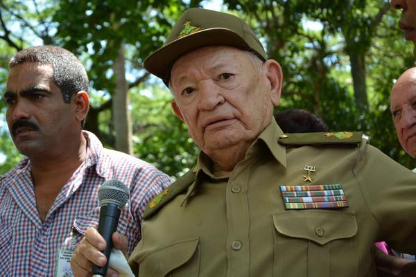 Entregan Moneda del Año Internacional de la Paz a Guillermo García Frías