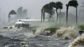 Azotan a todo Haití lluvias que acompañan al huracán Irene