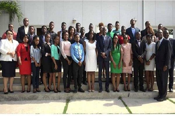 Presidente de Haití recibe a jóvenes que estudiarán en Cuba (+ Fotos)