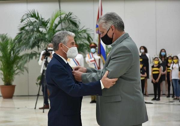 Cuba condecora a Héroes y Heroínas del Trabajo (+ Fotos)