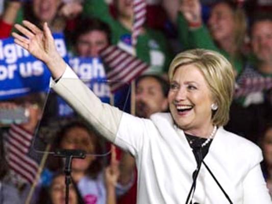 Hillary Clinton mantiene ventaja en estados claves de EE.UU.