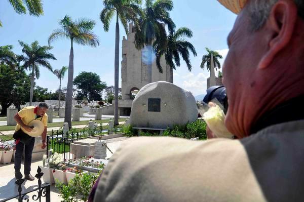 Rinden tributo a Fidel trabajadores de la Asamblea Nacional del Poder Popular