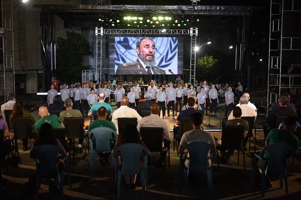 Preside Díaz-Canel tributo a Fidel en la escalinata de la Universidad de La Habana
