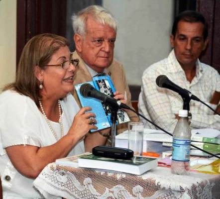 Homenaje en Camagüey a Hart en contexto de la Feria del Libro