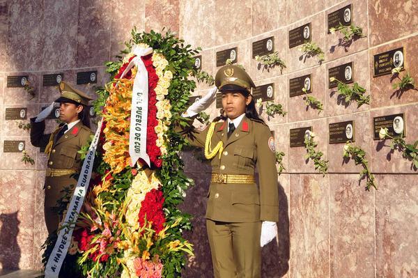 Homenaje del pueblo de Cuba a Heroína del Moncada Haydée Santamaría