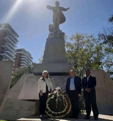 La délégation cubaine au transfert présidentiel au Guatemala a rendu hommage à José Martí