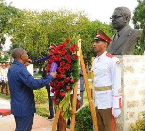 Presidente de Angola rinde tributo en Cuba a Agostinho Neto
