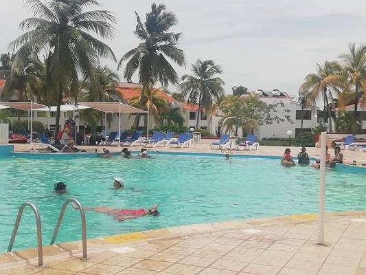 Alta demanda y satisfacción con servicios del Hotel Club Amigo Caracol