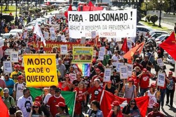 Protestas en Brasil contra declaraciones autoritarias del hijo del presidente Bolsonaro