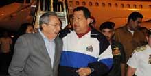 Recibe presidente cubano Raúl Castro a Hugo Chávez
