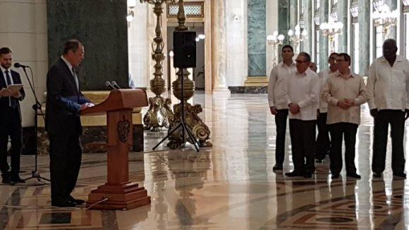 Asiste Raúl Castro a reinauguración de la Estatua de la República