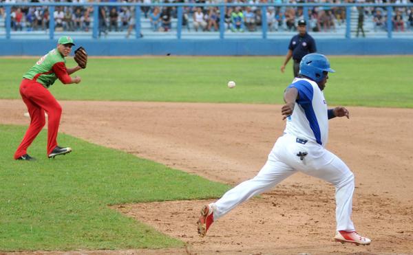 Industriales toma ventaja ante Las Tunas en Béisbol cubano