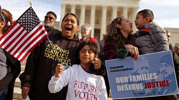 Ordena jueza inmediata reunificación de familias inmigrantes en EE.UU