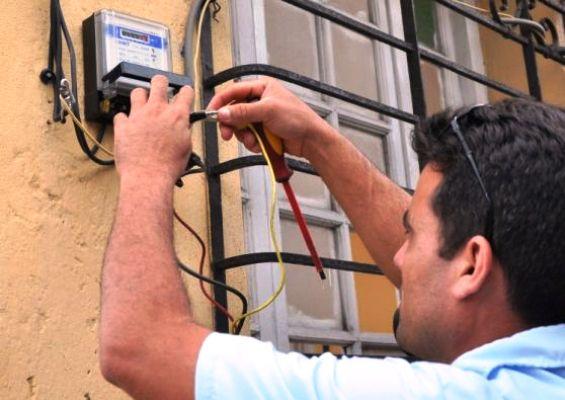 Labora Empresa Eléctrica de Camagüey para garantizar calidad de metros contadores