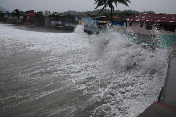 Pronostican fuertes lluvias e inundaciones costeras