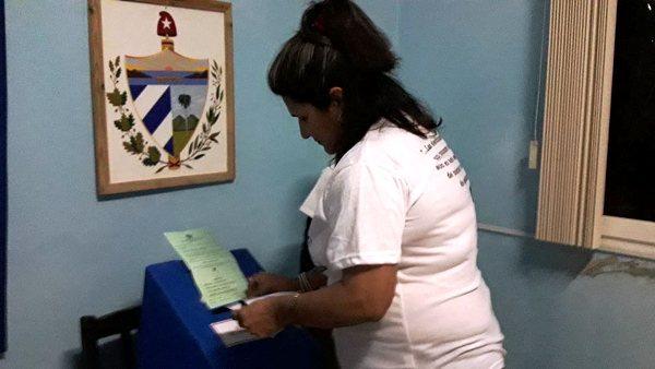 """Presidenta del Gobierno en Camagüey: """"Voté por la Revolución"""" (+Audio)"""