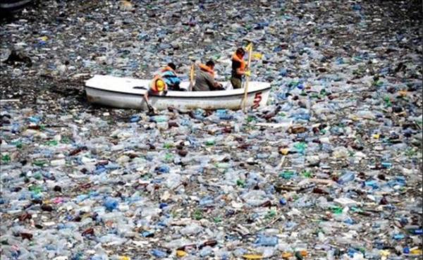 Flota en el Pacífico sur nueva isla de plástico del tamaño de México