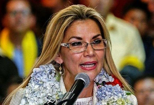 Anuncia candidatura a nuevos comicios Presidenta de facto de Bolivia