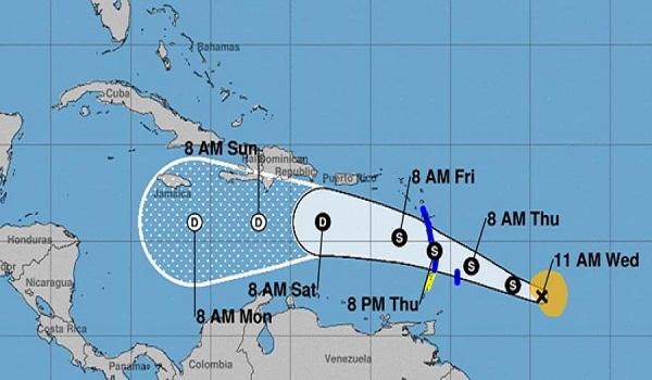 Debilitada, tormenta tropical Kirk continúa avanzando