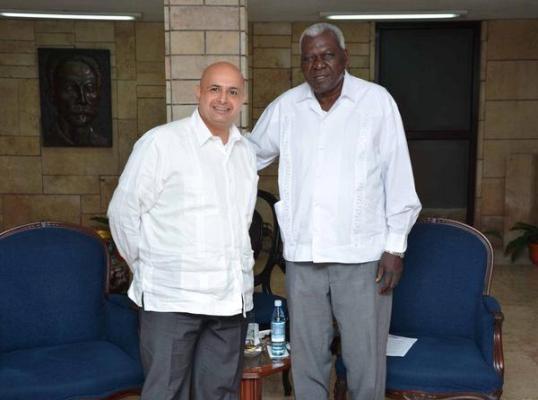 Lazo recibió a Bader M. I. Al-Awadi (i), embajador de Kuwait en Cuba.