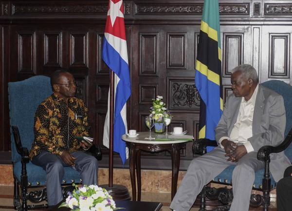 Presidente del Parlamento cubano recibe a dirigente político de Tanzania