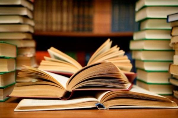 Premian a jóvenes escritores cubanos en importantes certámenes literarios