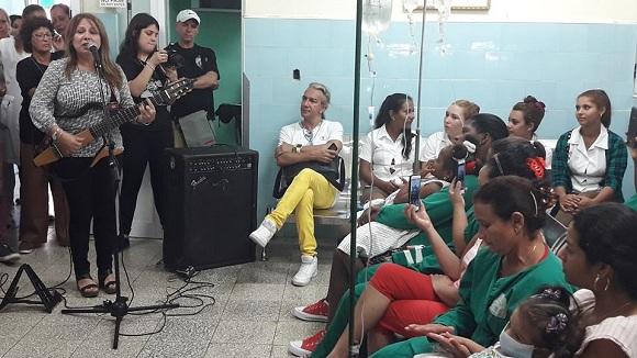 Liuba María Hevia compartió su música en Camagüey con pacientes pediátricos (+Video)