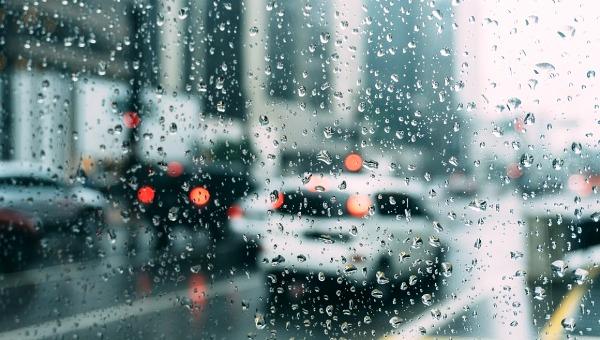 La lluvia ligera propaga bacterias por el aire, demuestra estudio