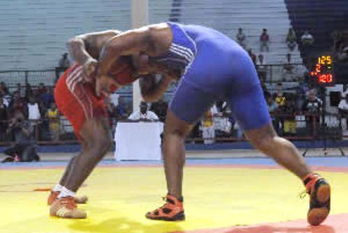 Bronce para camagüeyano Aleyner Hernández en torneo nacional de Lucha