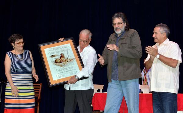Recibe el camagüeyano Luis Álvarez Álvarez el Premio Nacional de Literatura  (+ Audio y Fotos)