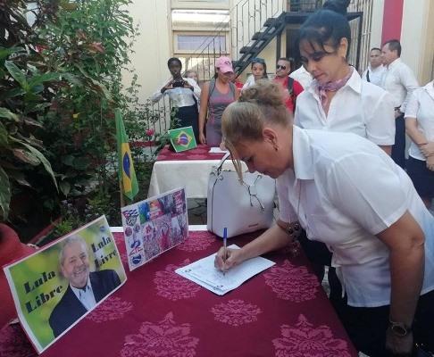 Trabajadores camagüeyanos del Turismo se suman a campaña internacional Lula libre