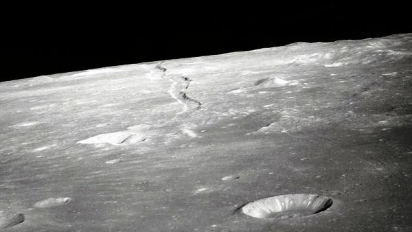 Hallan cavidad en la Luna que podría servir de refugio a tripulantes