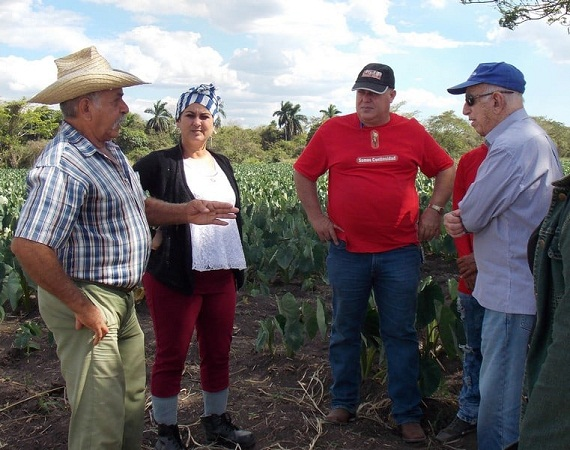 Machado Ventura meets with peasants in Najasa