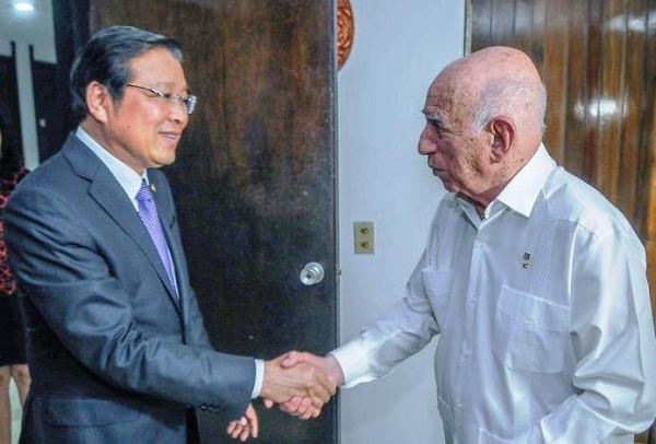 Machado Ventura dialoga en Cuba con dirigente político vietnamita