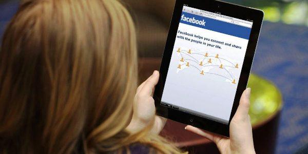 El 86 % de las madres interactúa en redes sociales, según estudio