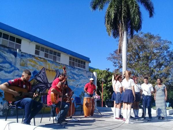 Futuros maestros en Camagüey rinden homenaje al líder de la Revolución cubana