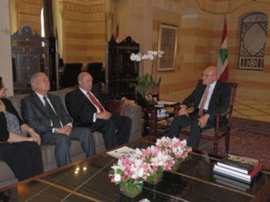 Primer ministro libanés, Tammam Salam (d) recibe a Isidoro Malmierca.