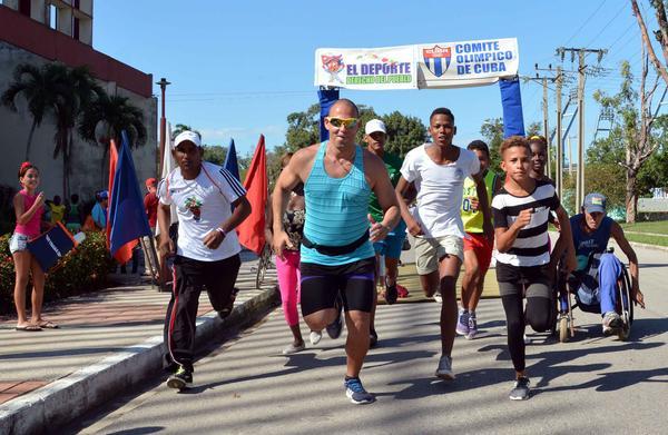 Carrera-caminata en Camagüey por cumpleaños 60 del periódico Adelante