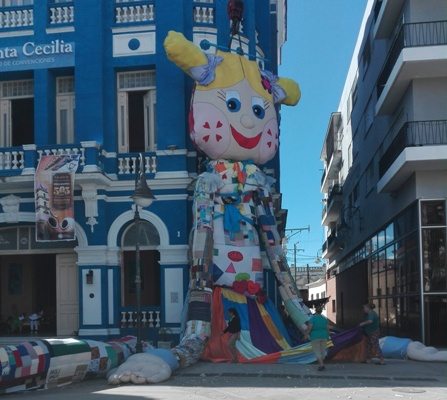 The world´s largest rag doll was exhibited in Camagüey
