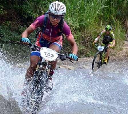 Marlies Mejías domina tercera etapa del Titan Tropic de montaña