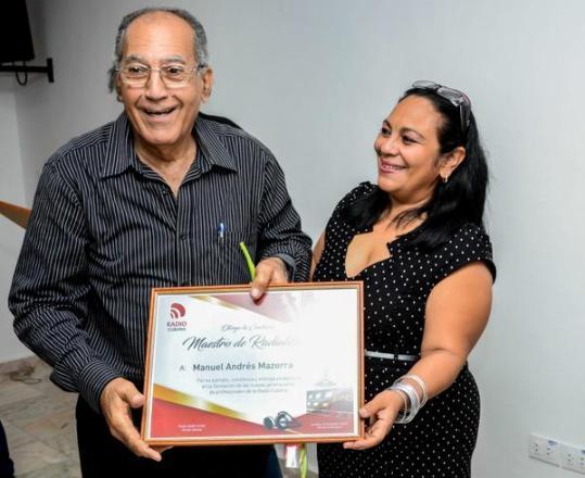 Reconocen en Cuba a Maestros de radialistas