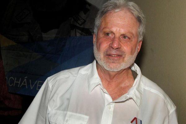 Entrega Cuba Medalla de la Amistad a destacado intelectual canadiense