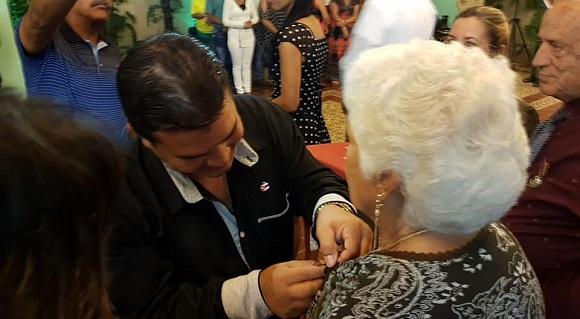 Camagüey: condecoran a colectivo y trabajadores destacados con medalla Jesús Menéndez