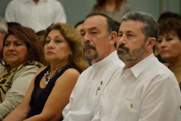 Bojórquez, segundo de derecha a izquierda, es un relevante de los estudiosos de José Martí.