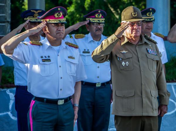 Bienvenida oficial en Cuba al Jefe de las Fuerzas Armadas de Bolivia