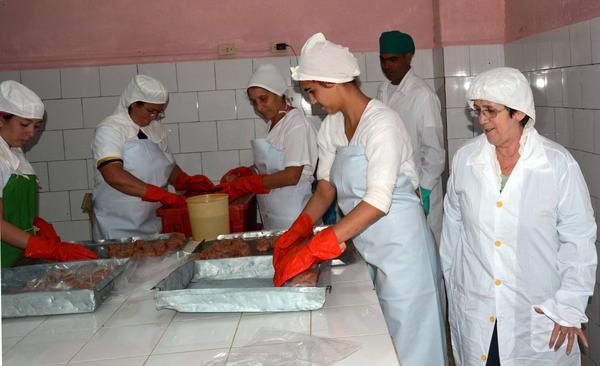 Destaca avances en Camagüey Ministra cubana de la Industria Alimentaria