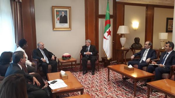 Primer Ministro de Argelia recibió al titular cubano de Salud